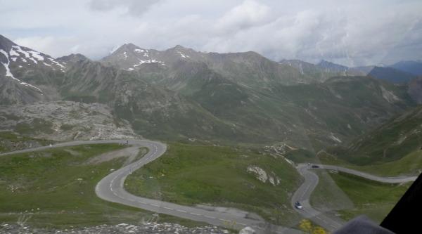 På vej ned fra Col du Galibier