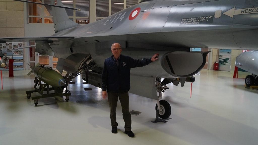 Peder Morre ved en F16A