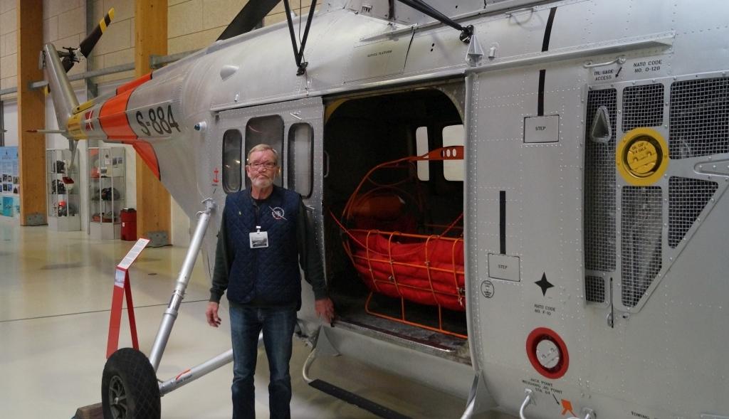 Kristian Hansen ved en Sikorsky S-55C.